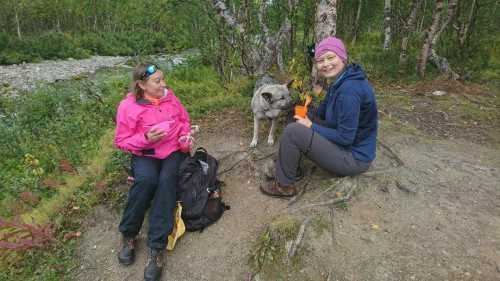 📷 Hiking trip Nikkaluokta - Kebnekaise  First break for some refreshments happen already after 5 kilometers walk. It is important to get an easy start and not to go too fast, saving energy was something we ve been discussing for these first days of the trip. Here is Marika, Caroline and Ella near a mountain jokk after we crossed the first hanging steel bridge.